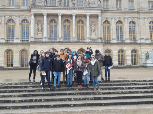 Groupe cour chateau