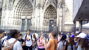 Groupe avec guide cathedrale